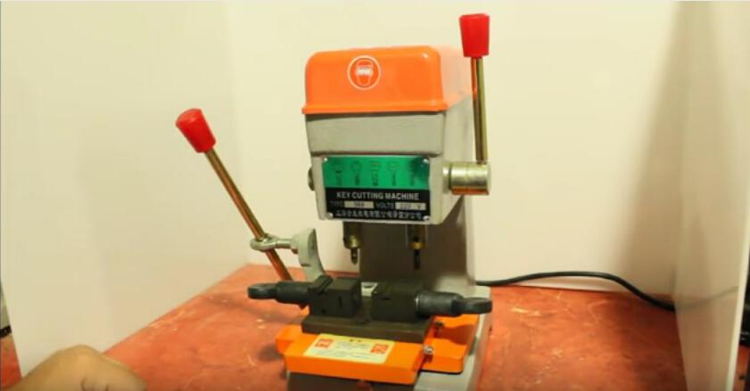368a-key-cutting-duplicated-machine