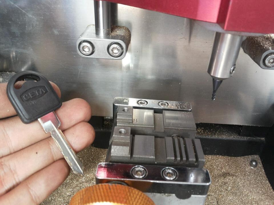 v8-x6-key-cutting-machine-3(1)