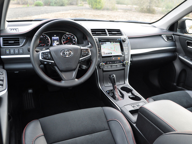2015_toyota_camry_xse_v6-pic-1449936237844727900-640x480