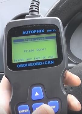 Autophix-OM123-read-seat-codes (6)