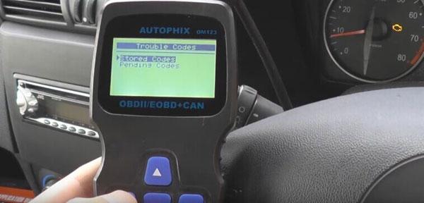 autophix-om123-car-code-reader-reset-check-engine-light-05