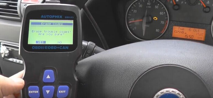 autophix-om123-car-code-reader-reset-check-engine-light-08