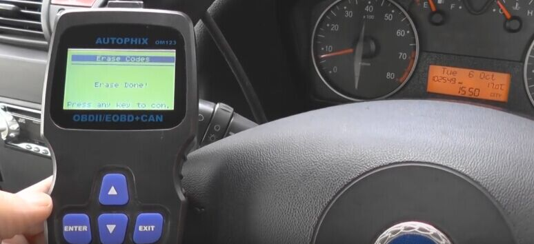 autophix-om123-car-code-reader-reset-check-engine-light-09
