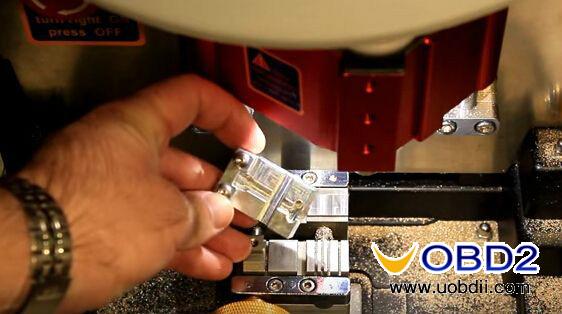 v8-x6-key-cutting-machine-cut-mercedes-hu64-3