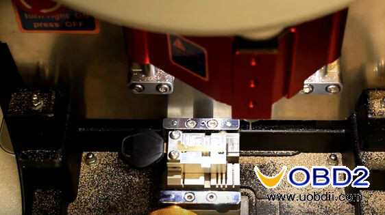 v8-x6-key-cutting-machine-cut-mercedes-hu64-5