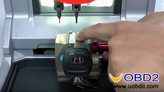 condor-xc-mini-key-cutting-machine-cut-honda-hon66-key-6