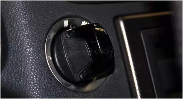 Lonsdor K518ISE programs Volvo S40 key and remote key (9)