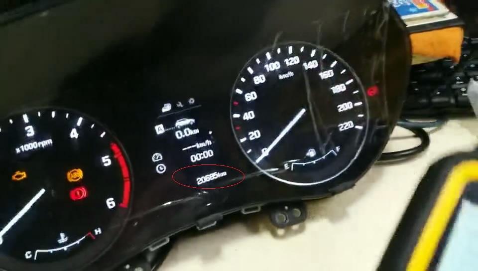 obdstar-x300m-to-adjust-hyundai-mistra-kilometer-01