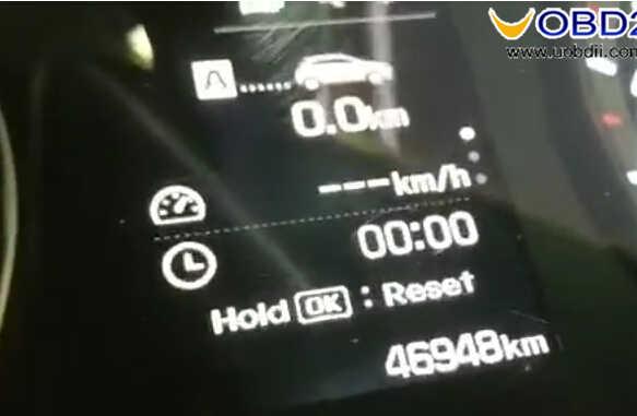 OBDSTAR X300M Test on Hyundai I20 Elite 2017 Odometer Correction (11)