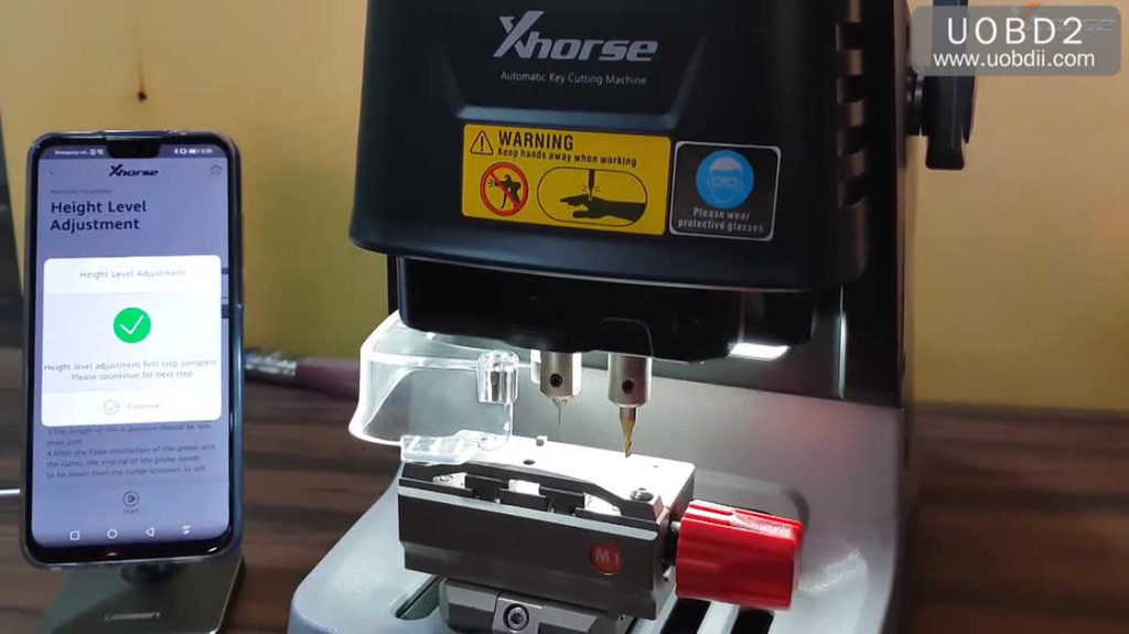 xhorse-dolphin-key-cutting-machine-calibration-tutorial-10