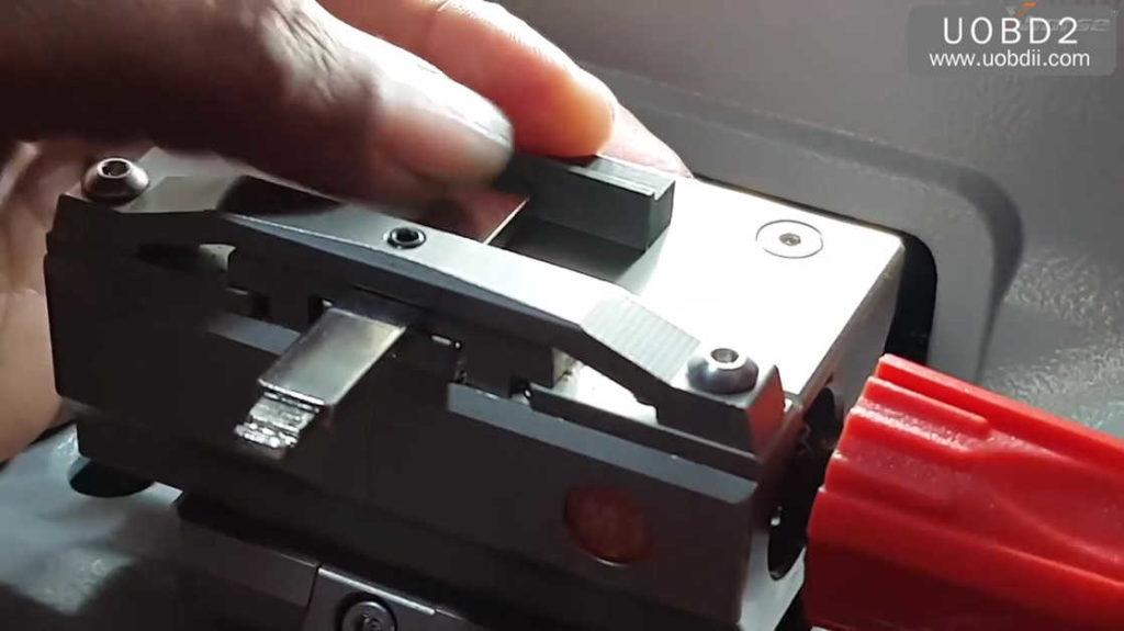 xhorse-dolphin-key-cutting-machine-calibration-tutorial-16