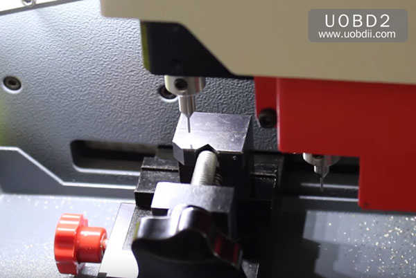 tubular-key-cutting-sec-e9-key-machine-15