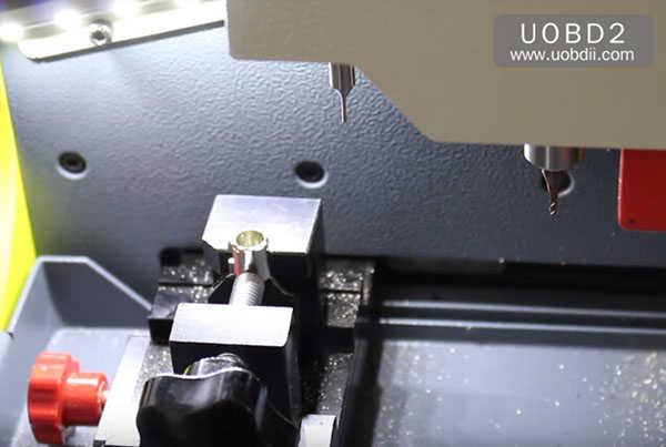 tubular-key-cutting-sec-e9-key-machine-37