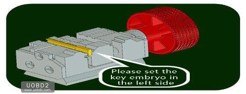 How to Use 2M2 Tank Key Cutting Machine (7)